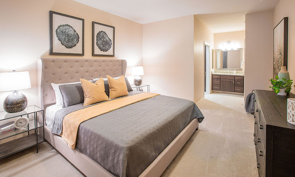 Kentshire Apartment (bedroom)